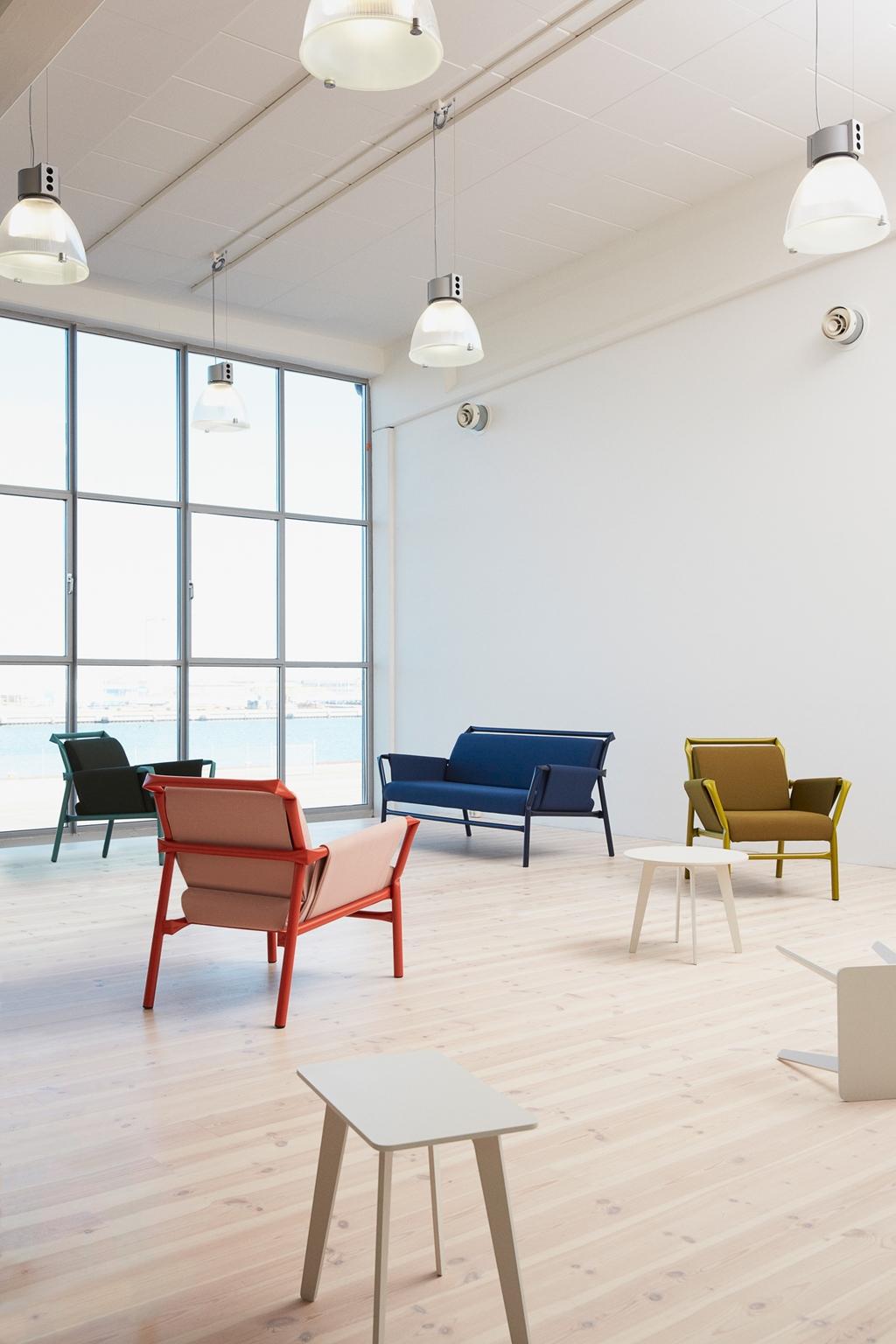 Produkter   innovativa designmöbler av hög kvalitet   blå station